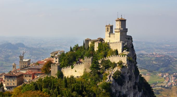 5 castele medievale europene - Fortareata Guaita