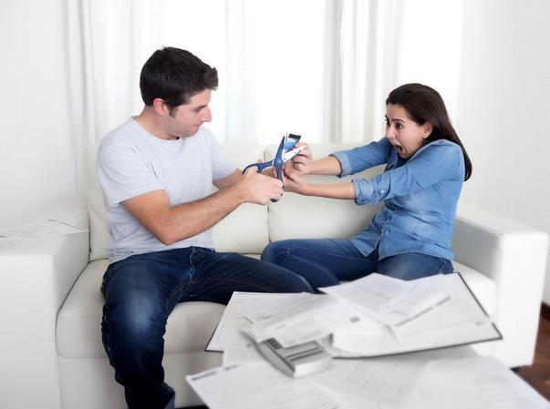 Lipsa banilor îți afectează relația de cuplu?