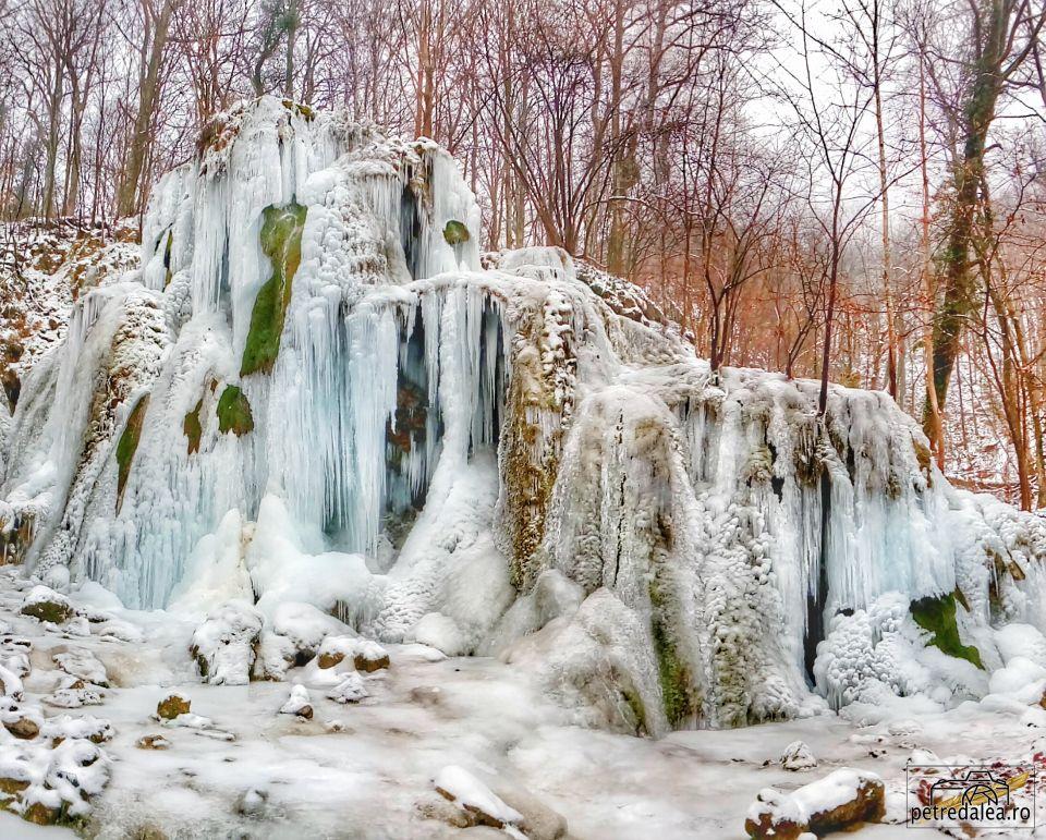 Cascada Beuşniţa iarna