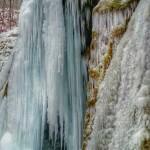 Detaliu Cascada Beuşniţa iarna