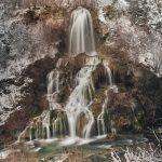 Cascada Cârșa cu debit de iarnă
