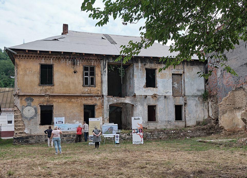 Nicolae Comănescu la Școala Pittner din Reșița